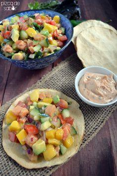 Ceviche de salmón, mango y aguacate con salsa cremosa de chipotle (2 versiones de salsa: de yogurt griego & la otra de mayonesa)