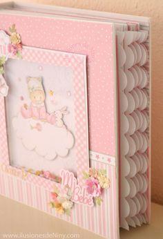 Álbum bebé para ciara – ilusiones de Niny Mini Album Scrapbook, Scrapbook Bebe, Mini Albums Scrap, Photo Album Scrapbooking, Scrapbook Designs, Baby Girl Themes, Diy And Crafts, Paper Crafts, Mini Album Tutorial