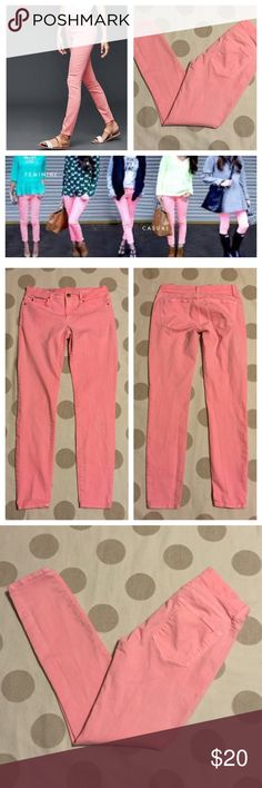 """GAP flamingo pink legging jean 25 You're looking at a like new pair of legging jeans from the Gap in size 25 regular. Neon Flamingo pink. Skinny style. 97% cotton, 3% spandex for stretch. Mid rise, skinny in the hip and thigh, super stretch. Rise 7.5"""", inseam 28"""", waist laying flat with dip 13.5"""" 💜offers 💜bundles for 20% off discount 🚫PayPal 🚫trades GAP Jeans Skinny"""