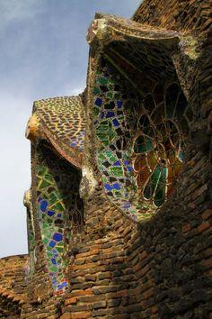 Colonia Güell, Gaudí