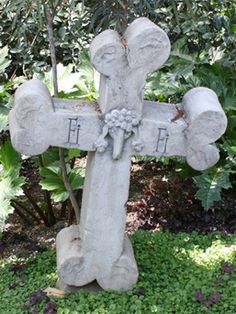 Fifi the Poodle -- Disney's Haunted Mansion, Pet Cemetery