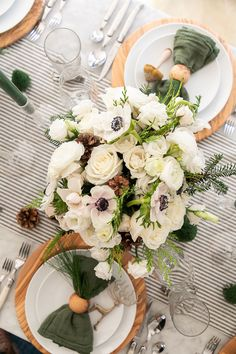 Charming ideas for Christmas table decorations and how to set a festive table setting for your holiday party! #ChristmasTableSetting #ChristmasTableDecorations #Christmas #HolidayTableSetting #ChristmasEntertaining Christmas Runner, Christmas Table Settings, Christmas Tablescapes, Christmas Table Decorations, Holiday Tables, Holiday Crafts, Holiday Decor, Christmas Entertaining, Beautiful Flower Arrangements