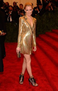 Gala du MET Costume Institute 2013 Elizabeth Banks