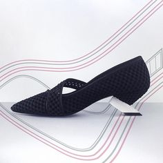 1 Vuitton crawler @fviti  #shoes #handmade #shoedesign #shoedesigner #footweardesign #fashioninnovators #immortal #arch #science #shape #mesh #pumps #alluminum #heels #modern #innovation #concept #lvshoes #lv #designer #louisvuitton