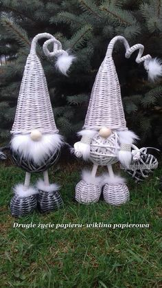 Discover thousands of images about saaxalwlo Pallet Christmas, Christmas Love, Diy Christmas Ornaments, Easy Paper Crafts, Newspaper Crafts, Diy And Crafts, Basket Weaving Patterns, Paper Balls, Paper Mache Sculpture