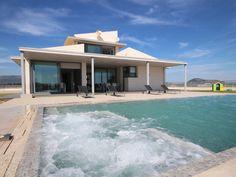 Villa i Sa Pobla, Spanien – boka via HomeAway. Njut av denna bostad på semestern med 8 bäddar och med internet, i bergsområde, nära golfbana.