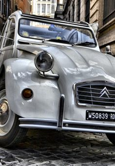 Who have never desired, at least once, to have it? #Citroen2CV @citroenworld