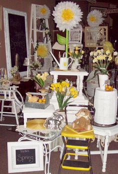 New Furniture Store Display Ideas Vintage Shops Ideas Pallet Furniture Bar, Metal Patio Furniture, Trendy Furniture, Colorful Furniture, Painting Kids Furniture, Art Deco Furniture, Vintage Furniture, Antique Booth Displays, Antique Booth Ideas