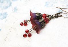 Dark Purple Earrings Lucite Flower Earrings por apocketofposies