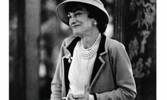 Gabrielle 'Coco' Chanel - 1957 - Outside the Chanel boutique at rue Cambon in Paris - Photo by Mark Shaw (American, - LIFE Magazine Coco Chanel, Chanel 19, Chanel Brand, Audrey Tautou, Chanel Boutique, French Fashion Designers, Paris Photos, Life Magazine, American