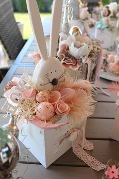 Easter Outdoor decorations are the best way to bring in the Spring and Easter vibe in your home .Check out Outdoor Easter Decorations Ideas for Easter Party. Easter Flowers, Easter Tree, Easter Wreaths, Easter Crafts, Holiday Crafts, Spring Crafts, Easter Decor, Diy Ostern, Easter Holidays