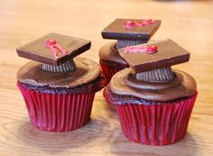 First, ice red velvet cupcakes with chocolate frosting. For the caps, turn a Reeses Peanut Butter cup upside down and top it with a Ghiradelli chocolate square. For the finishing touch, pipe a tassel in your graduate's school colors (tint white icing and use a #2 tip) and top with a mini M for the button.