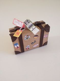 Maja Hansen/Håndarbejdsom: Bryllupsgave Travel Shadow Boxes, Paris Bars, Cards For Boyfriend, Arts And Crafts, Paper Crafts, World Crafts, Brown Butter, Julie Martin, Birthday Presents