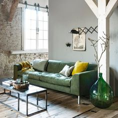 Unique Living Room Ideas Decoration - Page 31 of 61 My Living Room, Interior Design Living Room, Home And Living, Living Room Furniture, Living Spaces, Living Room Inspiration, Home Decor Inspiration, Vintage Industrial Decor, Green Sofa