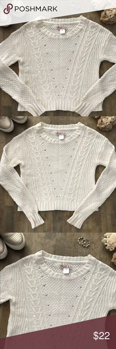 Excellent Condition SO Crop Top SO Crop Top. Excellent Condition. No stains or flaws. Smoke free home. Make me an offer. All offers considered.  SO Sweaters