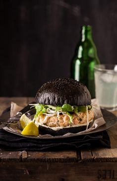 Salmon Burger On A Black Brioche Bun Toasted Black Squid Ink Brioche Buns With Salmon Burgers And Crunchy Asian Dressed Greens Are One Of The Most Delicious Things Ive Made Lately. Burger Recipes, Seafood Recipes, Cooking Recipes, Cooking Tips, Food Porn, Gula, Wrap Sandwiches, Food Design, Salmon Burgers