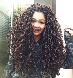 Pin by Lena Freitag Stil on Lange Haare in 2019 Natural Curls, Natural Hair Styles, Long Hair Styles, Curly Hair Tips, Long Curly Hair, Curled Hairstyles, Hairstyles Haircuts, Dream Hair, Shiny Hair