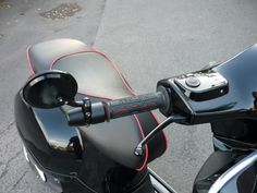 Modern Vespa : Mirror Handlebar ends on a GTS Vespa Et2, Scooter Design, Motorcycle Wallpaper, Vespa Scooters, Super Sport, Custom Motorcycles, Motorbikes, Sports, Mirror