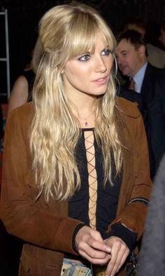 New hair bangs long fringes sienna miller Ideas Hairstyles With Bangs, Trendy Hairstyles, Blonde Fringe Hairstyles, Blonde Hair With Fringe, Sienna Miller Bangs, Beauté Blonde, Blonde Bangs, Good Hair Day, Dream Hair