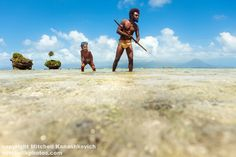 Vanuatu | Traditionally dressed Ni Vanuatu father showing his son how to shoot ...