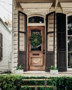 I love this beautiful home, it has all the touches I love in a New Orleans home!🌿 I had the reminder last night to be thankful and grateful… - Architecture New Orleans Decor, New Orleans Art, New Orleans Homes, New Orleans Architecture, French Architecture, Exterior Doors, Exterior Paint, French Cottage Decor, Shotgun House