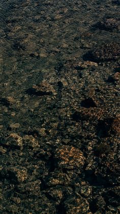 Fundo de tela para celular de textura da água com pedras. Acesse o link para mais imagens!  #background #water