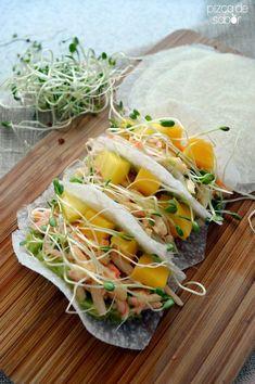 Tacos de jícama con surimi, mango y chipotle | http://www.pizcadesabor.com  MUY INNOVADOR
