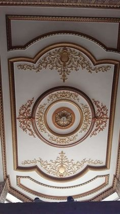 Things to Keep In Mind before Getting a False Ceiling Done - False Ceiling Ideas - Plaster Ceiling Design, Gypsum Ceiling Design, House Ceiling Design, Ceiling Design Living Room, Bedroom False Ceiling Design, Home Room Design, Wall Design, Bedroom Pop Design, Design Design