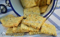 Sajtos keksz Salty Snacks, Biscuit Recipe, Crunches, Winter Food, Biscuits, Bakery, Cheddar, Food And Drink, Cooking Recipes