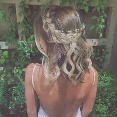 45 Romantic hairstyles for short hair - Frisuren lange Haare - Prom Hairstyles For Short Hair, Romantic Hairstyles, Dance Hairstyles, Easy Hairstyles, Hairstyle Ideas, Short Hair With Braid, Braided Hairstyles Medium Hair, Medium Wedding Hairstyles, Party Hairstyle