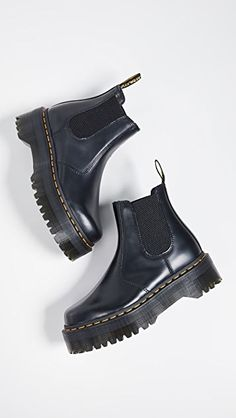 Doc Martens have been in style for almost 60 years, discover what made them so popular. We also discuss how to wear them in style! Doc Martens Outfit, Doc Martens Style, Doc Martens Boots, Doc Martens Women, Doc Boots, Dr. Martens, Red Heels, Black Shoes, Stiletto Heels