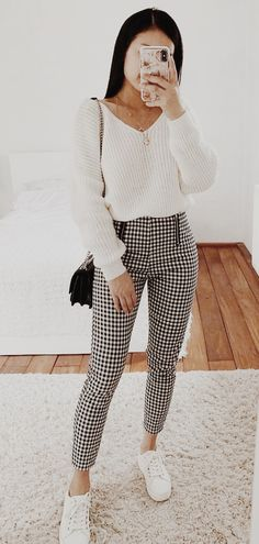 Glamorous outfit with black and white pants and cream colored sweater Off Shoulder Dusty Champagne Lace Cheap Long Evening Prom Dresses, Eve Mode Outfits, Trendy Outfits, Fashion Outfits, School Outfits, Crazy Outfits, Winter Outfits For Work, Fall Outfits, College Winter Outfits, Look Fashion
