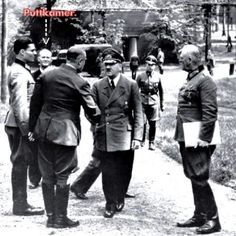 Bundesarchiv_Bild_146-1984-079-02,_Führerhauptquartier,_Stauffenberg,_Hitler,_Keitel Heavy Cruiser, Biography, Ww2, Couple Photos, Reading, People, Pictures, Couple Shots, Couple Pics