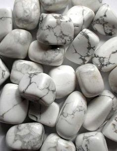 Howlite: Helps increase drive to reach goals w/out procrastination + encourages emotional expression + supports comprehension & memory