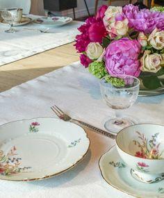 kaffeservise #borddekking #vintage #table setting Vintage Table, Table Settings, Table Decorations, Collections, Home Decor, Homemade Home Decor, Interior Design, Place Settings, Home Interiors