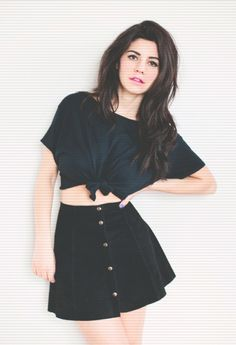 Outfit : knotted baggy tee + button down skirt Mode Inspiration, Fitness Inspiration, Moda Fashion, Womens Fashion, Baggy Tee, Alternative Rock, Casual Outfits, Cute Outfits, Marina And The Diamonds