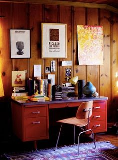 The only picture of knotty pine paneling that doesn't look awful. A sliver of inspiration for the floor to ceiling wood room in the basement. Living Room Remodel, Living Room Decor, Knotty Pine Paneling, Knotty Pine Rooms, Wood Paneling Decor, Wood Panneling, Paneling Ideas, Red Desk, Metal Desks