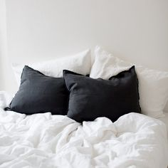 Linen cushion cover in black