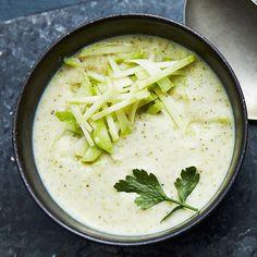 Broccolisoppa med fänkål   Recept ICA.se Veggie Soup, Vegetarian Soup, Vegan Soups, Vegetarian Recipes, Healthy Recipes, Veggie Recipes, Soup Recipes, Swedish Cuisine, Skinny Recipes
