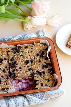 Kvinoa-mustikkaruudut Banana Bread, Desserts, Food, Tailgate Desserts, Deserts, Essen, Postres, Meals, Dessert