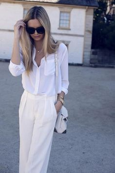All white is so classy and when worn in a slouchy silhouette like this it somehow manages to avoid coming off as fussy.