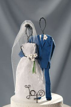 Wire figurine wedding cake topper, blue wedding th Beach Wedding Cake Toppers, Rustic Cake Toppers, Fall Wedding Cakes, Elegant Wedding Cakes, Beautiful Wedding Cakes, Unique Weddings, Rustic Weddings, White Lace Wedding Dress, Blue Wedding