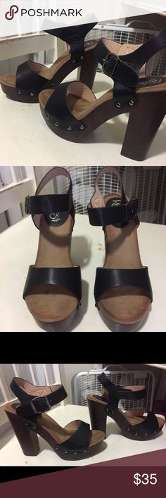 Platform Sandal from Refresh EUC worn once for a winter formal size 5 1/2. No signs of wear. Stacked Heel measures 4.5 inches with 1 inch platform for comfort. Very cute! Shoes Heels