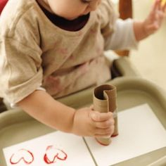 Looking for Valentine's Day craft ideas? Try these easy crafts for kids this Valentine's Day, including cards, art projects and keepsakes that make great gifts. Easy Toddler Crafts, Valentine's Day Crafts For Kids, Valentine Crafts For Kids, Crafts To Do, Diy For Kids, Valentines Decoration, Blog Da Tia Ale, Toilet Paper Roll Crafts, Preschool Crafts