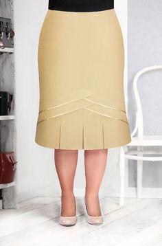 Nice detail on skirt hem Latest African Fashion Dresses, Women's Fashion Dresses, Casual Dresses, African Attire, African Dress, Blouse And Skirt, Dress Skirt, Vintage Inspired Dresses, Classy Dress