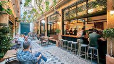 Βρίσκεται κάπως «κρυμμένο» σε μια από τις πιο ωραίες στοές της Αθήνας. Σερβίρει ποιοτικό καφέ και το βράδυ παίζει με το αψέντι. Coffee Corner, Athens, To Go, Street View, Patio, City, Outdoor Decor, Home Decor, Coffee Nook