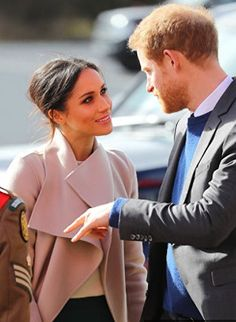 Spring 2018 Prince Harry and Meghan Markle visit the Eikon Centre in Lisburn Megan Markle Prince Harry, Prinz Harry Meghan Markle, Harry And Megan Markle, Prince Harry And Megan, Harry And Meghan, Estilo Meghan Markle, Meghan Markle Style, Meghan Markle Suits, Meghan Markle Hair