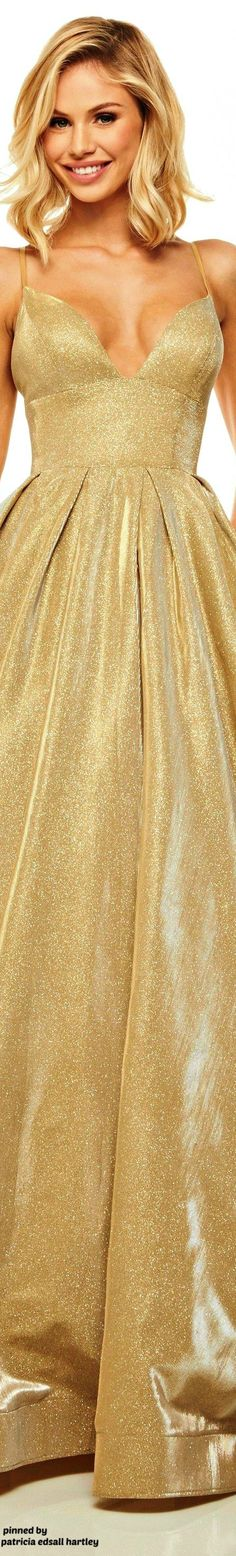 Sherri Hill dresses are designer gowns for television and film stars. Find out why her prom dresses and couture dresses are the choice of young Hollywood. Yellow Fashion, Gold Fashion, Women's Fashion, Prom Dress Couture, Trendy Dresses, Formal Dresses, Golden Dress, Shades Of Gold, Designer Gowns
