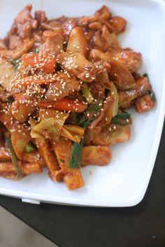 Korean Spicy Chicken Stir Fry - sounds excellent!  Must get my hands on korean chili sauce