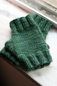 Ravelry: 75 Yard Malabrigo Fingerless Mitts pattern by Jeanne Stevenson - Free Pattern Fingerless Gloves Knitted, Crochet Gloves, Knit Mittens, Mode Crochet, Knit Or Crochet, Crochet Granny, Knitting Patterns Free, Free Knitting, Free Pattern
